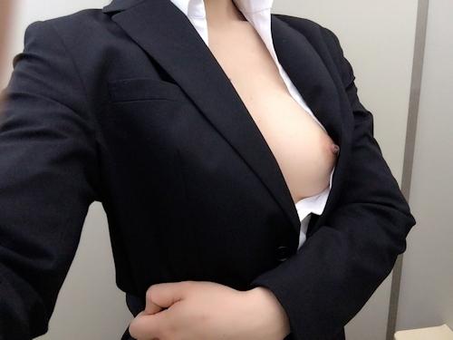スーツを着たOLの自分撮りヌード画像 12