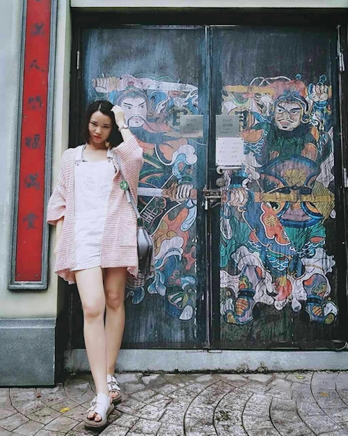スレンダー微乳な中国の素人美女の自分撮りヌード画像 2
