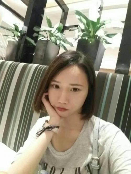 スレンダー微乳な中国の素人美女の自分撮りヌード画像 4