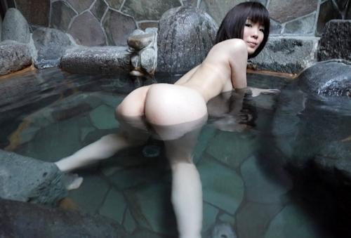 スレンダー美乳な19歳女子大生の温泉ヌード画像  4