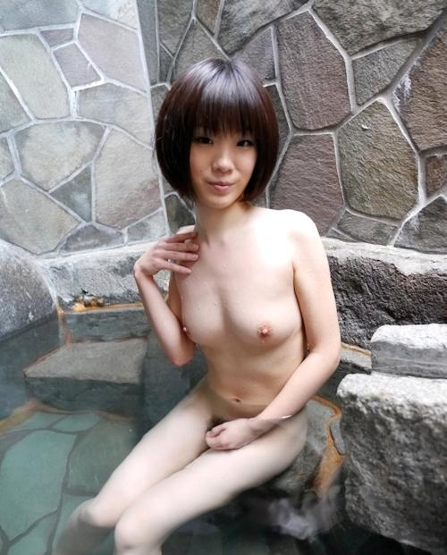 スレンダー美乳な19歳女子大生の温泉ヌード画像  6