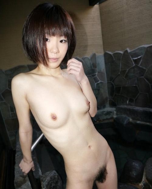 スレンダー美乳な19歳女子大生の温泉ヌード画像  7