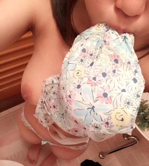 アヒル口な巨乳少女の自分撮りおっぱい画像 5