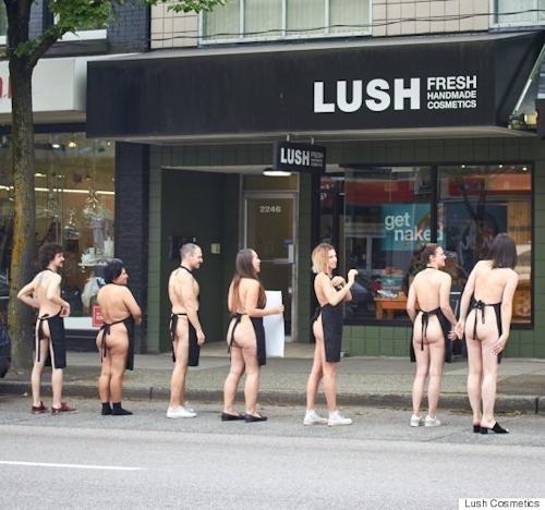 """自然派化粧品&ソープ店「LUSH(ラッシュ)」が""""裸エプロンDAY""""を実施 10"""