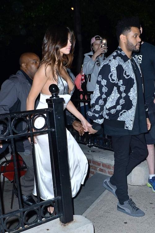 Selena Gomez(セレーナ・ゴメス) シースルー乳首&横チチ画像  10