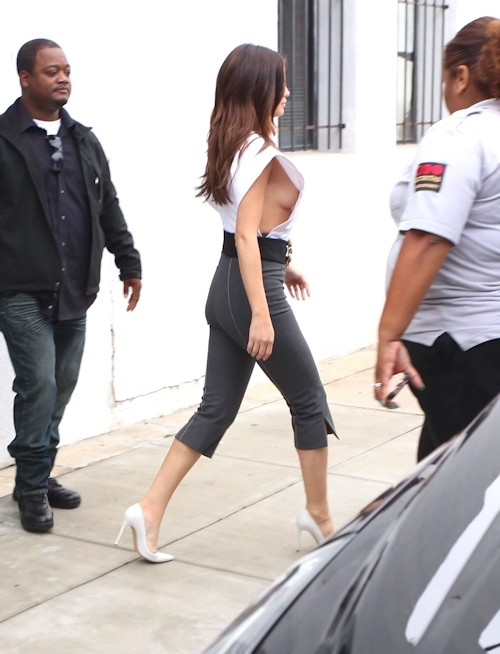 Selena Gomez(セレーナ・ゴメス) シースルー乳首&横チチ画像  19
