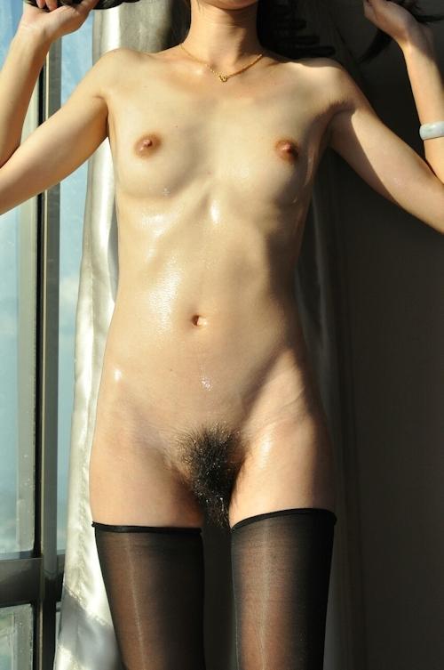 Bカップ美微乳な素人女性のウェッティなヌード画像 2