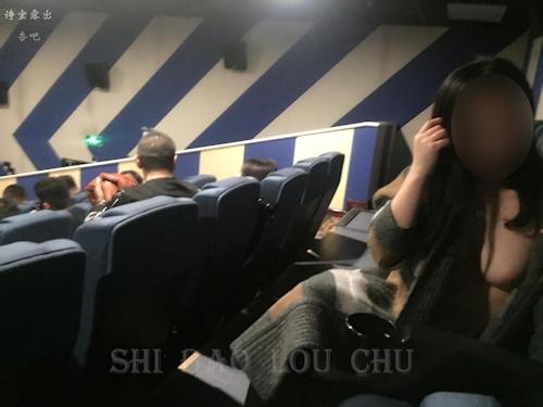 中国の素人女性が映画館で露出プレイしてる画像 1