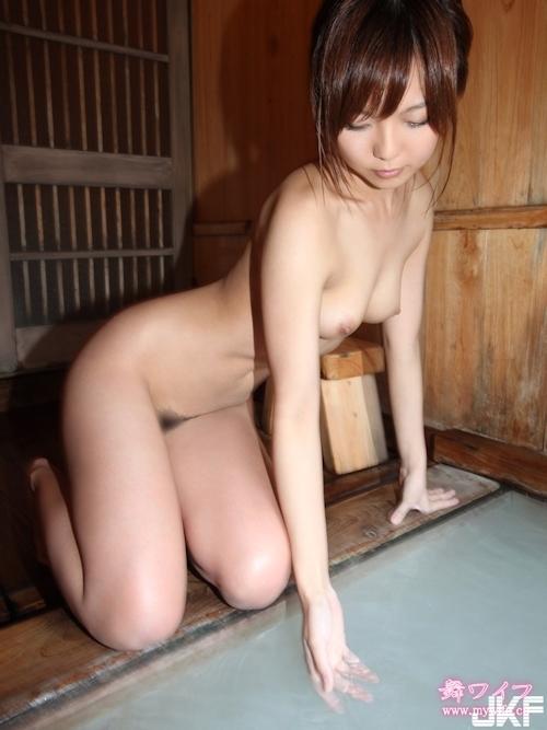 美人若妻の温泉ヌード画像 5