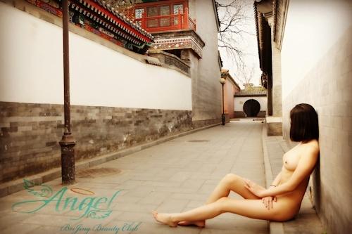 中国美微乳女性の野外露出ヌード画像 6