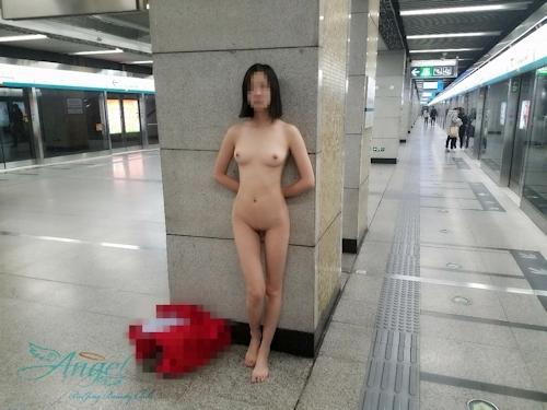 中国美微乳女性の野外露出ヌード画像 7
