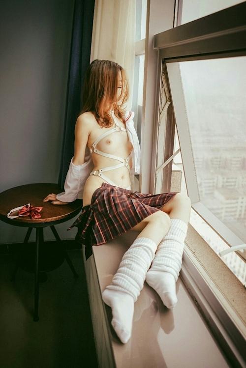 中国の美乳パイパン美女の調教ヌード画像 6