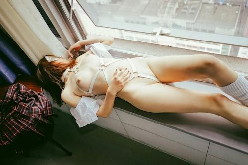 中国の美乳パイパン美女の調教ヌード画像 7