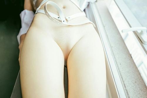 中国の美乳パイパン美女の調教ヌード画像 8