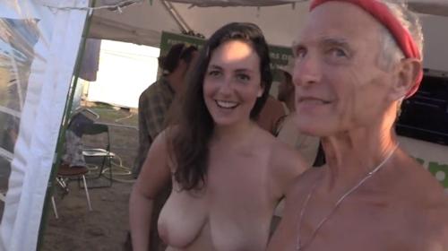 フランスの音楽イベントで全裸になってる美女のヌード動画 1