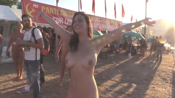 フランスの音楽イベントで全裸になってる美女のヌード動画 5