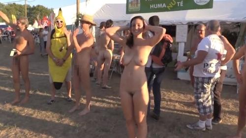 フランスの音楽イベントで全裸になってる美女のヌード動画 8