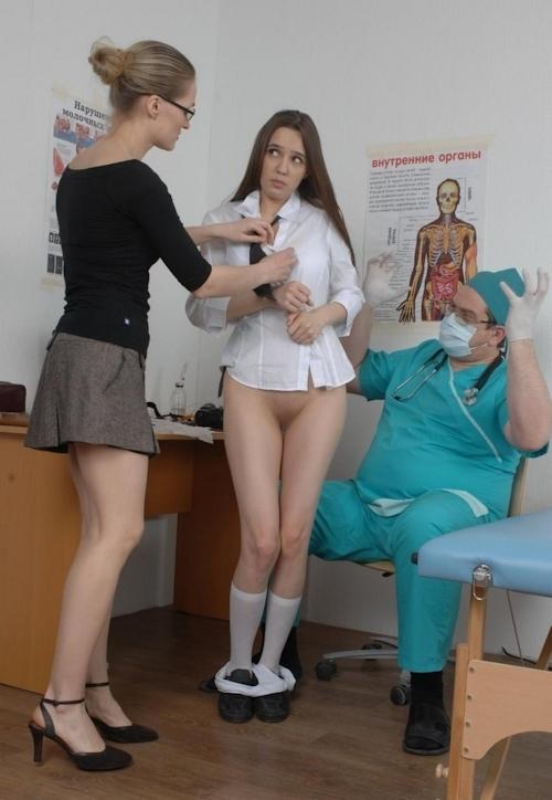 身体検査で全裸にされてるロシアの女子学生のヌード画像 9
