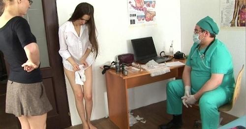 身体検査で全裸にされてるロシアの女子学生のヌード画像 20