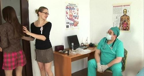 身体検査で全裸にされてるロシアの女子学生のヌード画像 21