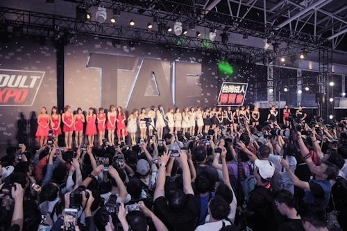 台湾アダルトエキスポに日本の人気AV女優が多数参加で台湾男性が大興奮 1