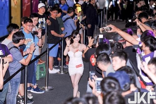 台湾アダルトエキスポに日本の人気AV女優が多数参加で台湾男性が大興奮 5