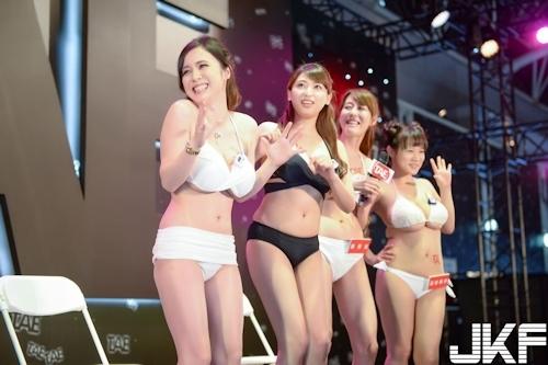 台湾アダルトエキスポに日本の人気AV女優が多数参加で台湾男性が大興奮 12
