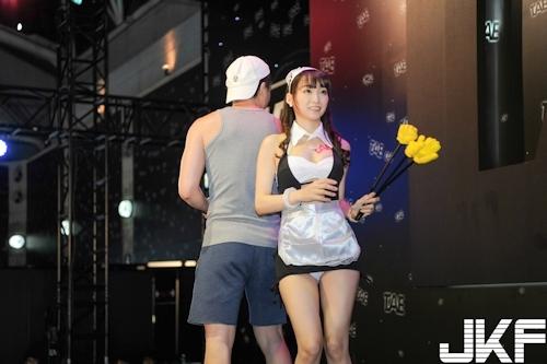 台湾アダルトエキスポに日本の人気AV女優が多数参加で台湾男性が大興奮 13