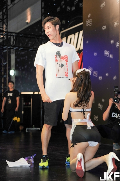 台湾アダルトエキスポに日本の人気AV女優が多数参加で台湾男性が大興奮 16