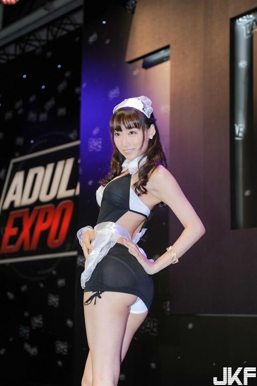 台湾アダルトエキスポに日本の人気AV女優が多数参加で台湾男性が大興奮 17