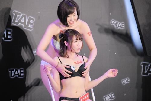 台湾アダルトエキスポに日本の人気AV女優が多数参加で台湾男性が大興奮 20