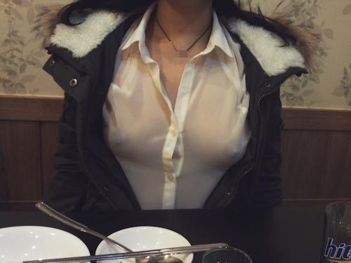 レストランや野外で露出プレイしてる素人女性のヌード画像 2