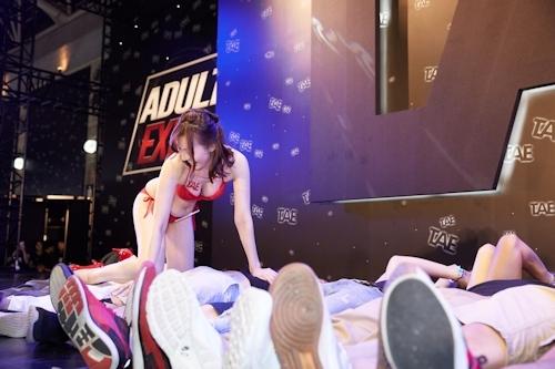 台湾アダルトエキスポで行われた日本のAV女優と触れ合えるイベントの画像 2