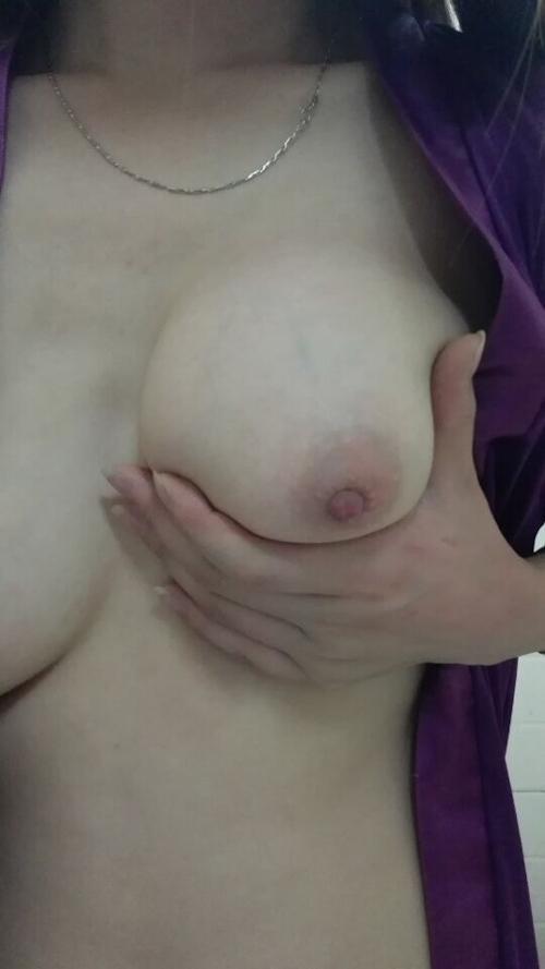 巨乳素人女性の自分撮りヌード&オナニー画像 4