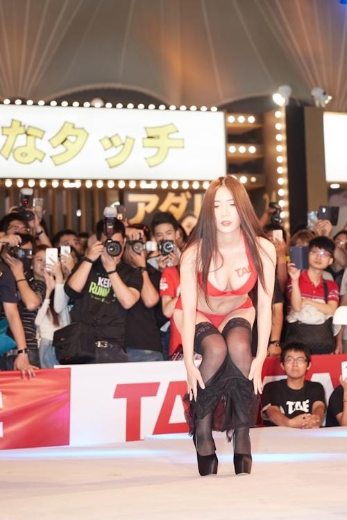 台湾アダルトエキスポ2017でモデルの泡風呂入浴ショー 1