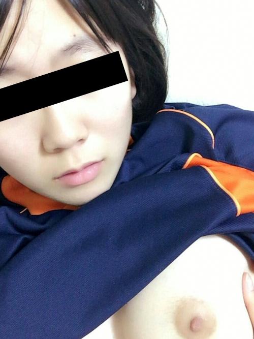 巨乳な素人美少女の自分撮りヌード画像 2