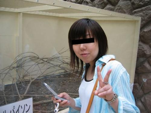 微乳な日本の素人女性の流出ヌード画像 1