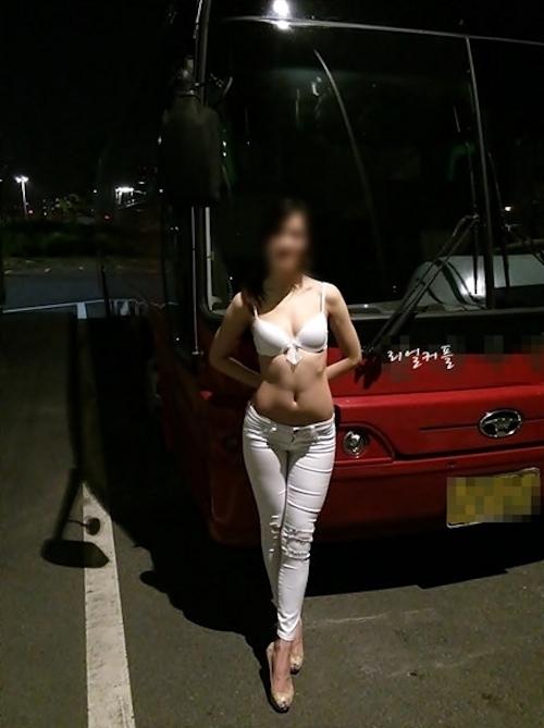 韓国素人美女の野外露出ヌード画像 3