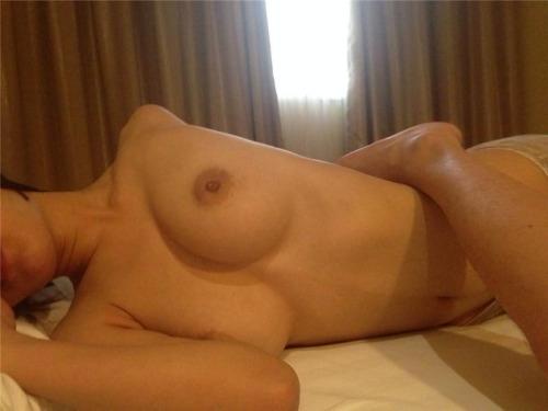乳首アップを自分撮りしたおっぱい画像 4
