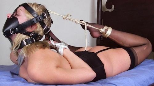 西洋女性の緊縛&拘束ヌード画像 1