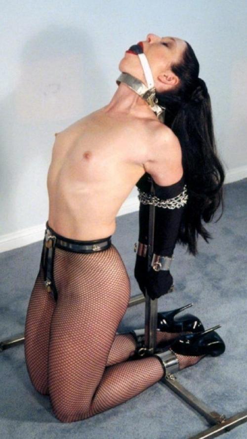 西洋女性の緊縛&拘束ヌード画像 4