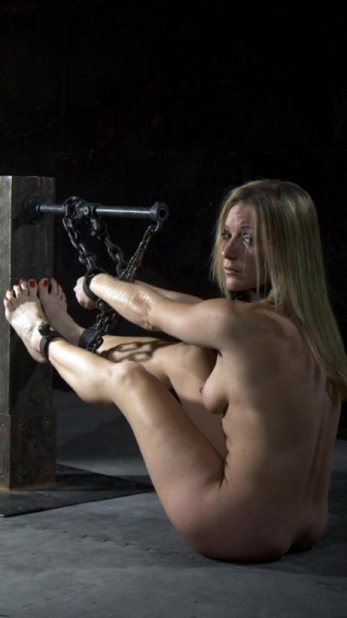 西洋女性の緊縛&拘束ヌード画像 15