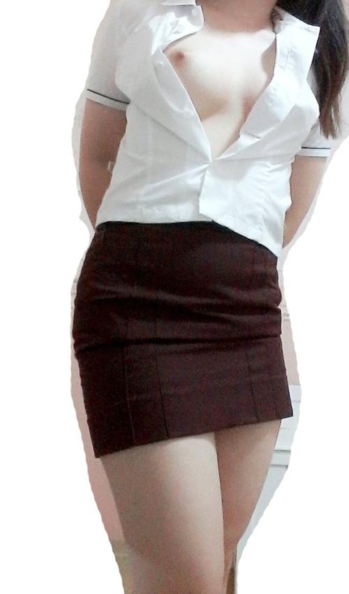 制服を着ている美乳なアジア系素人女性のヌード画像 5