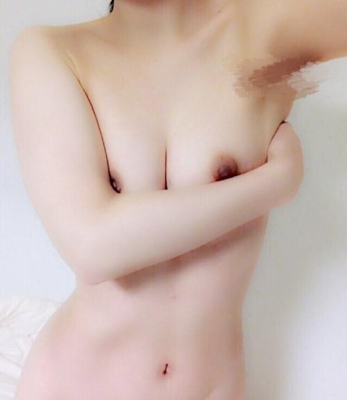 美乳な21歳女子大生の自分撮りヌード画像 8