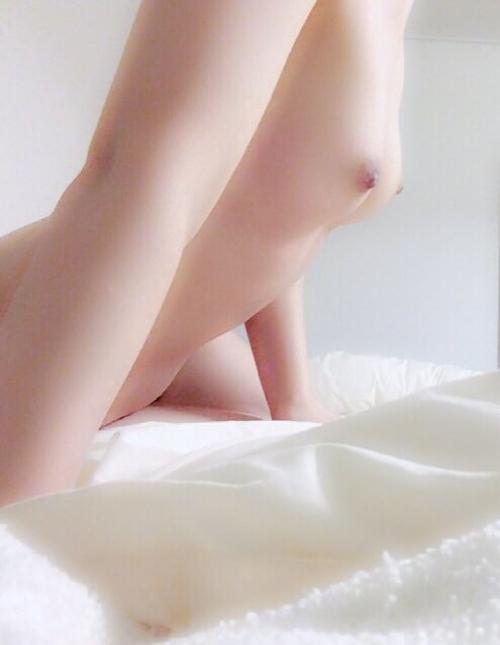 美乳な21歳女子大生の自分撮りヌード画像 9