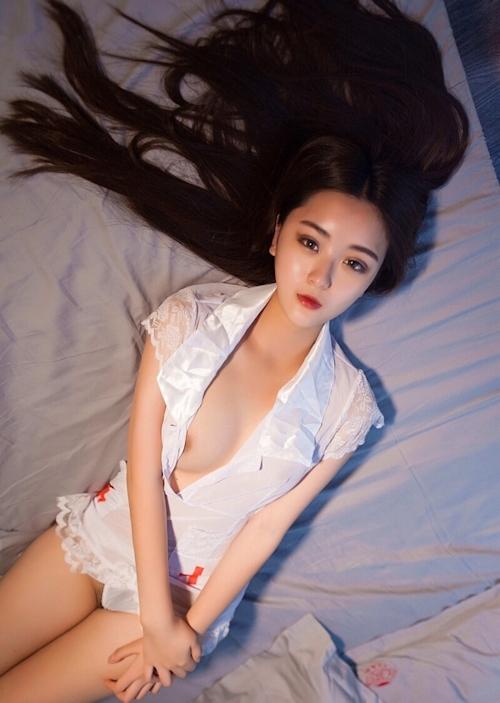 セクシーナースコスプレした中国美女のヌード画像 6