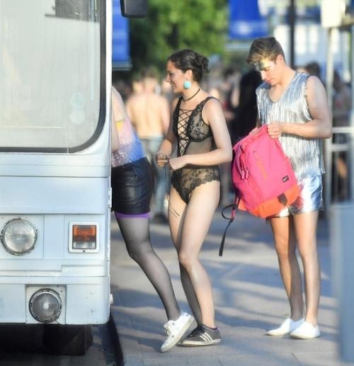 オックスフォード大学の学生がパーティーでトップレスなどセクシー衣装 2