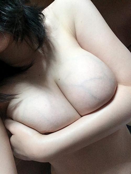 Fカップ巨乳な女神の自分撮りヌード画像 4