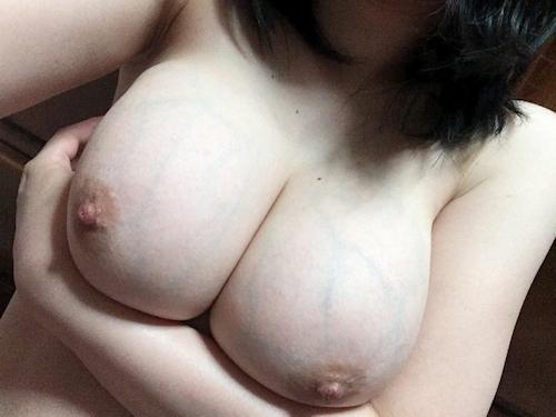 Fカップ巨乳な女神の自分撮りヌード画像 8