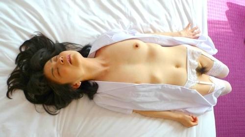 美乳な素人美女の3Pセックス流出画像 1